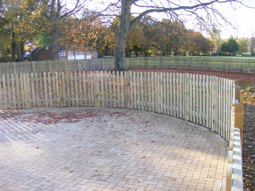 Using Palisade to divide a garden by DK Fencing