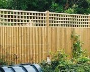 Closeboard Fencing with close spaced square trellis top erected by RM Fencing.