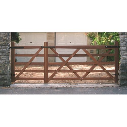Superior quality Somerset Gates with stainless steel bolts and tapered top bar