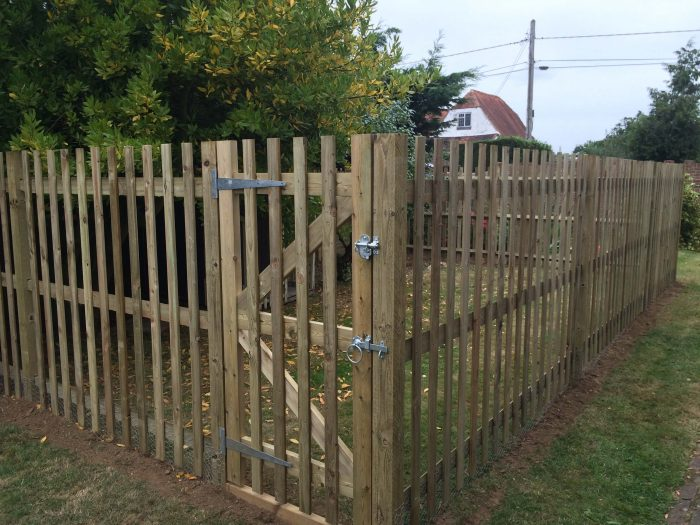 A flat top palisade fence and matching gate