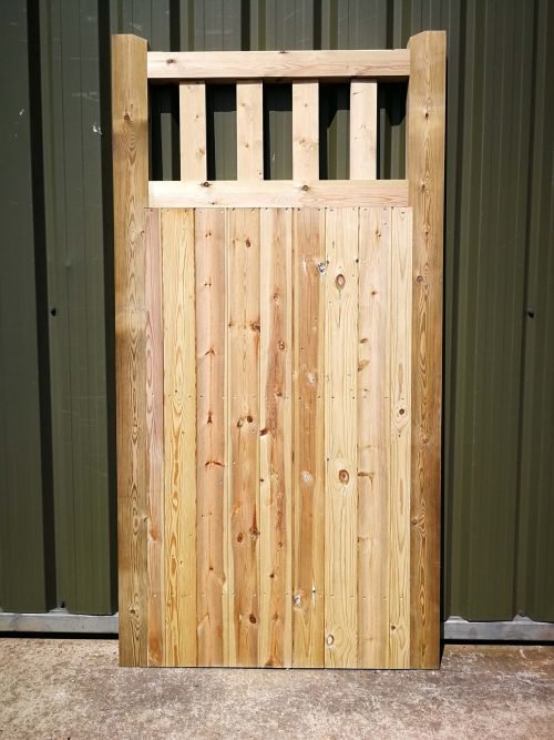 Front view of a Frant gate made by the Crestala Fencing Centre