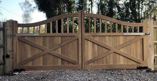 A pair of Henfield swish top gates viewed from the rear
